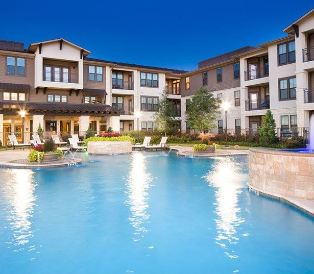 StoneLedge Apartments - Swimming pool - Downtown Grapevine TX Apartments