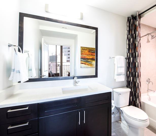 Denver apartments for rent in Uptown - SkyHouse Denver bathroom