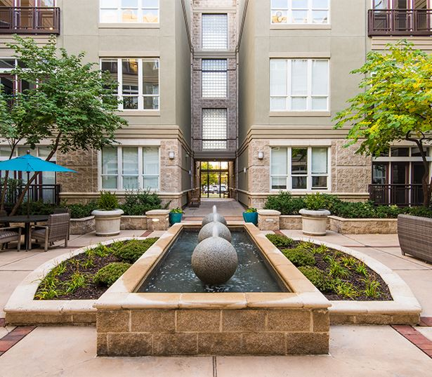 Apartments for rent in the Golden Triangle - The Boulevard Apartments Courtyard