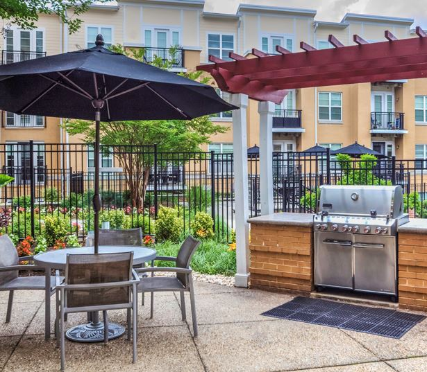 Mosaic District apartments for rent - The Reserve at Tysons Corner Poolside, outdoor lounge