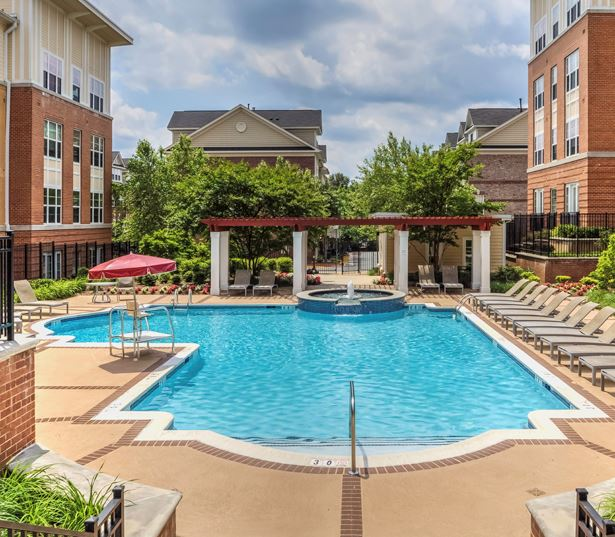 Tysons Corner apartments for rent - The Reserve at Tysons Corner Swimming pool