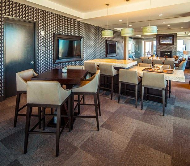 SkyHouse Dallas - Sky lounge and dining areas - Uptown Dallas - Katy Trail Apartments