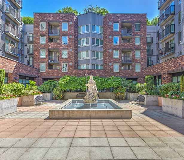 Neptune apartments for rent near Key Arena - Landscaped Courtyard with water feature