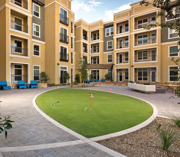 Apartments for rent in Phoenix - District at Biltmore putting green