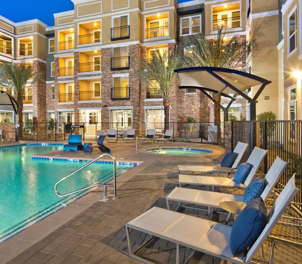 Luxury Apartments Phoenix   District At Biltmore Sundeck