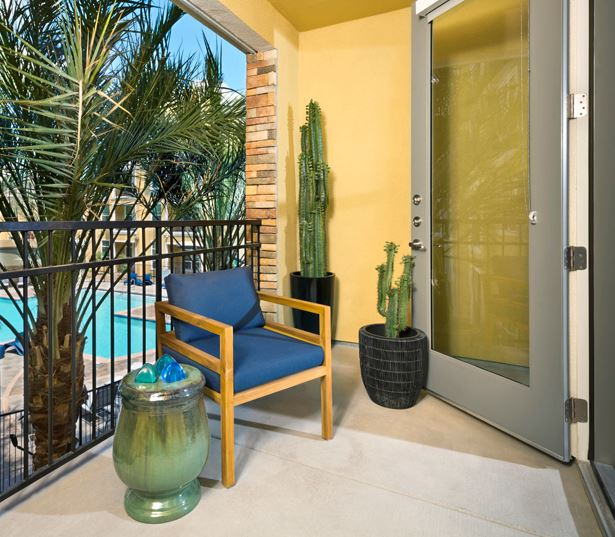 Luxury apartments phoenix - District at Biltmore private balconies