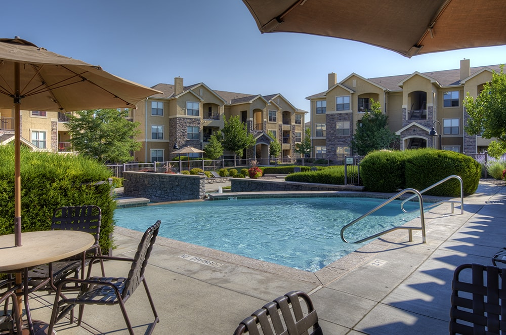 Coyote Ranch Large Swimming pool and sundeck Aurora CO - Arapahoe Road