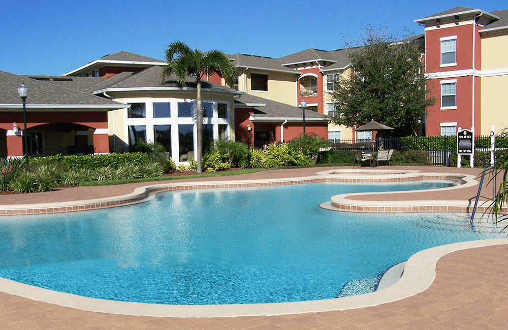 Reserve At Beachline Outdoor swimming pool and lounge Orlando FL - Lake Nona