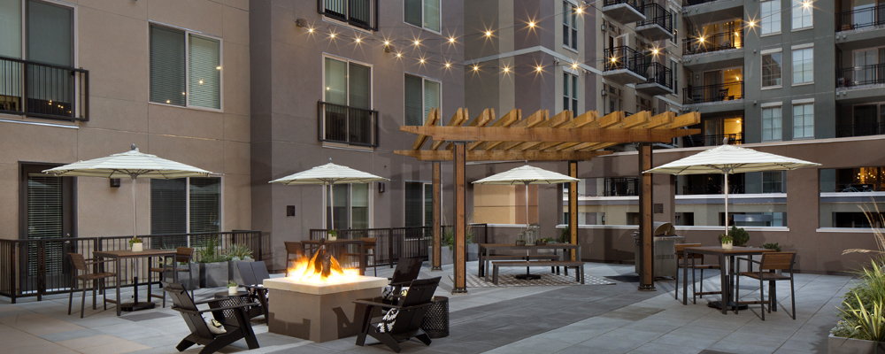 Battery on Blake outdoor lounge - Apartments in LoDo