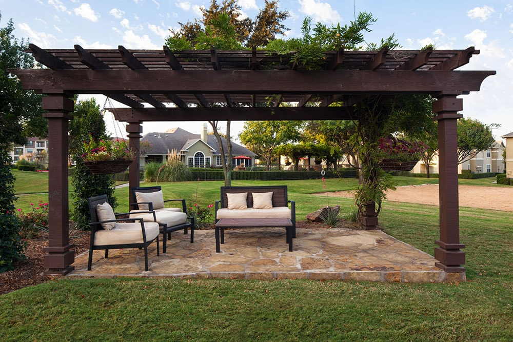 Montelena Apartments - Outdoor Sitting Area - Grapevine TX - Apartments near DFW Airport