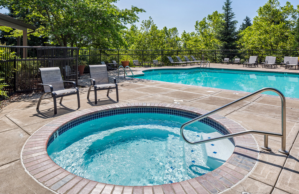 West Linn-Wilsonville School District Apartments - Cascade Summit - Swimming Pool