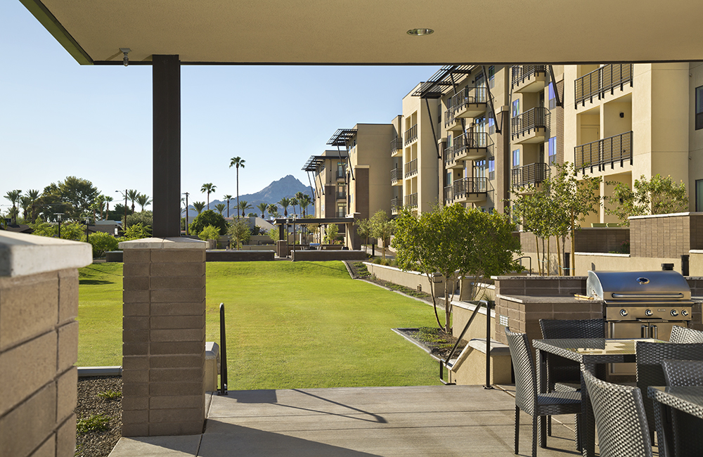 Citrine Apartments for rent in Phoenix, AZ - Resort style swimming pool with sundeck Phoenix AZ
