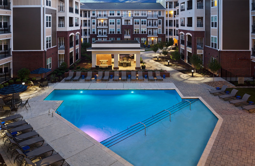 Downtown Raleigh Apartments on the Greenway Trail - Marshall Park Swimming pool and lounge